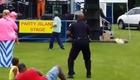 Un policier danse sur de la funk !